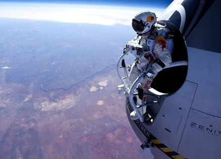 felix-baumgartner-red-bull-stratos-01.jpg